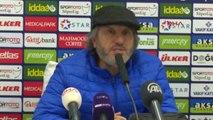 Osmanlıspor Teknik Direktörü Akçay Görevi Bıraktığını Açıkladı