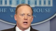 America Decided to Have Some Fun With Sean Spicer's Green Tie