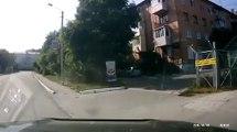 Doubler par la droite à moto : mauvaise idée!