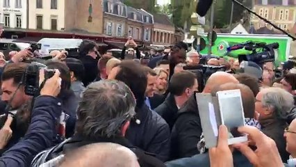 Macron quai Bélu à Amiens avant sa visite chez Whirlpool
