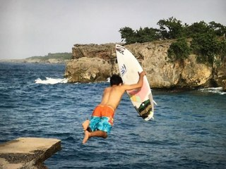 Surfing with the locals in Byron Bay, Jamaica