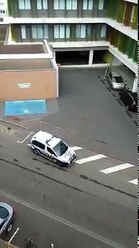 Quand la police oublie de serrer le frein à main