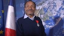 Ségolène Royal remet à Pierre Rabhi les insignes de Chevalier dans l'Ordre national de la Légion d'Honneur