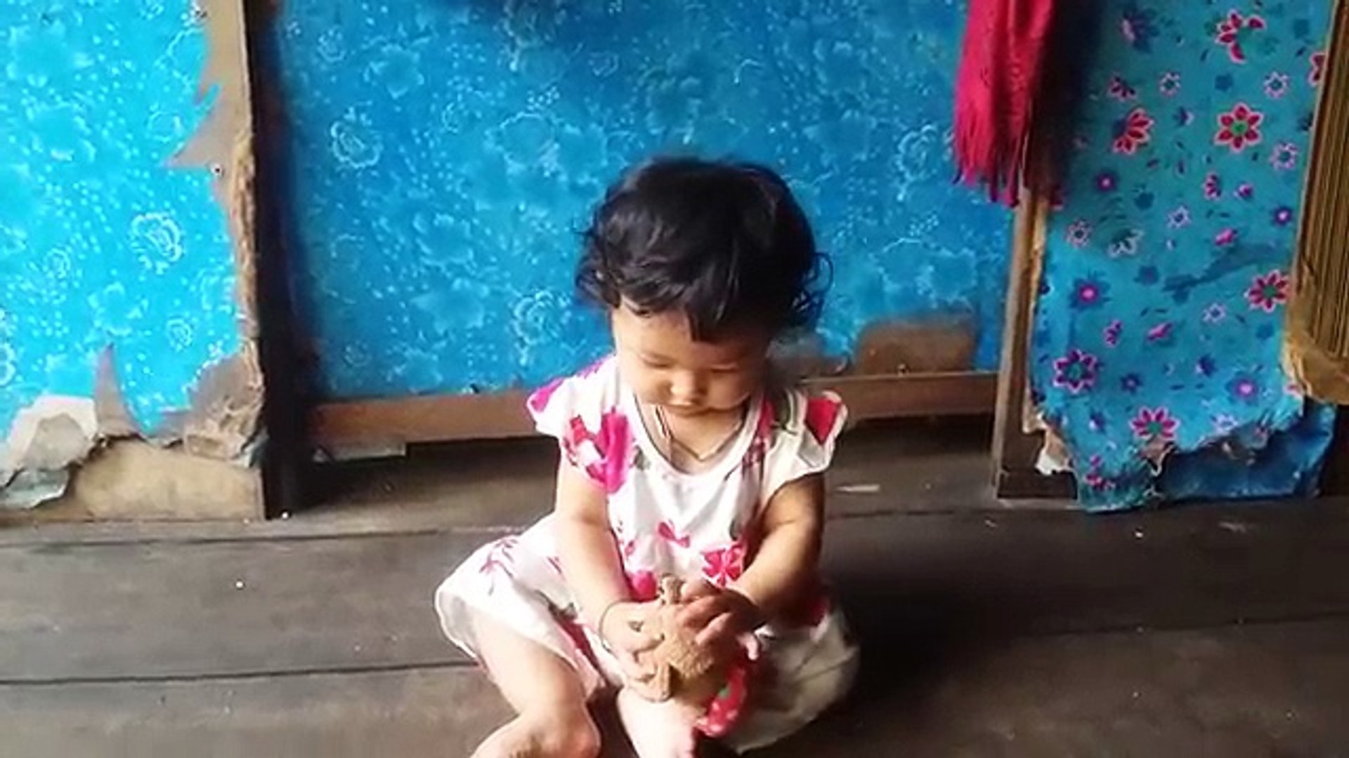 funny baby srey just try to stand February 15, 2017 (2)