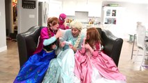 Frozen Elsa vs Frozen Anna!! Epic battle! Elsa hits spiderman w/ blue spiderman genie and