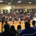 Zion Williamson claque encore un méchant dunk