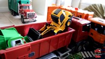 Garbage Truck Videos For Children l TOY TRUCK BATTLE Jumping Ramps l Garbage Trucks Rule-S