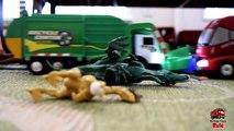 Garbage Truck Videos For Children l TOY TRUCK BATTLE Jumping Ramps l Garbage Trucks Rule-SLR