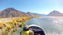 Course de bateau de vitesse dans une rivière en Nouvelle Zélande !