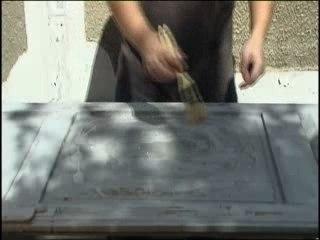 Visionnez les Cours Vidéo de D�caper une surface de bois - Cours Bricolage