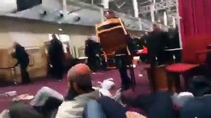 الشرطة الفرنسية تقتحم و تنتهك حرمة مسجد لغلقه