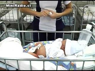 Limpiando el Cordón Umbilical del Recién Nacido Facemama.com