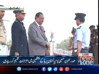 President distributes awards to organizers of Pakistan Day parade