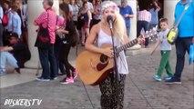 テイラー・スウィフトを熱唱^^ 裸足の女性シンガー@ロンドン【海外 ストリートパフォーマンス】--2016