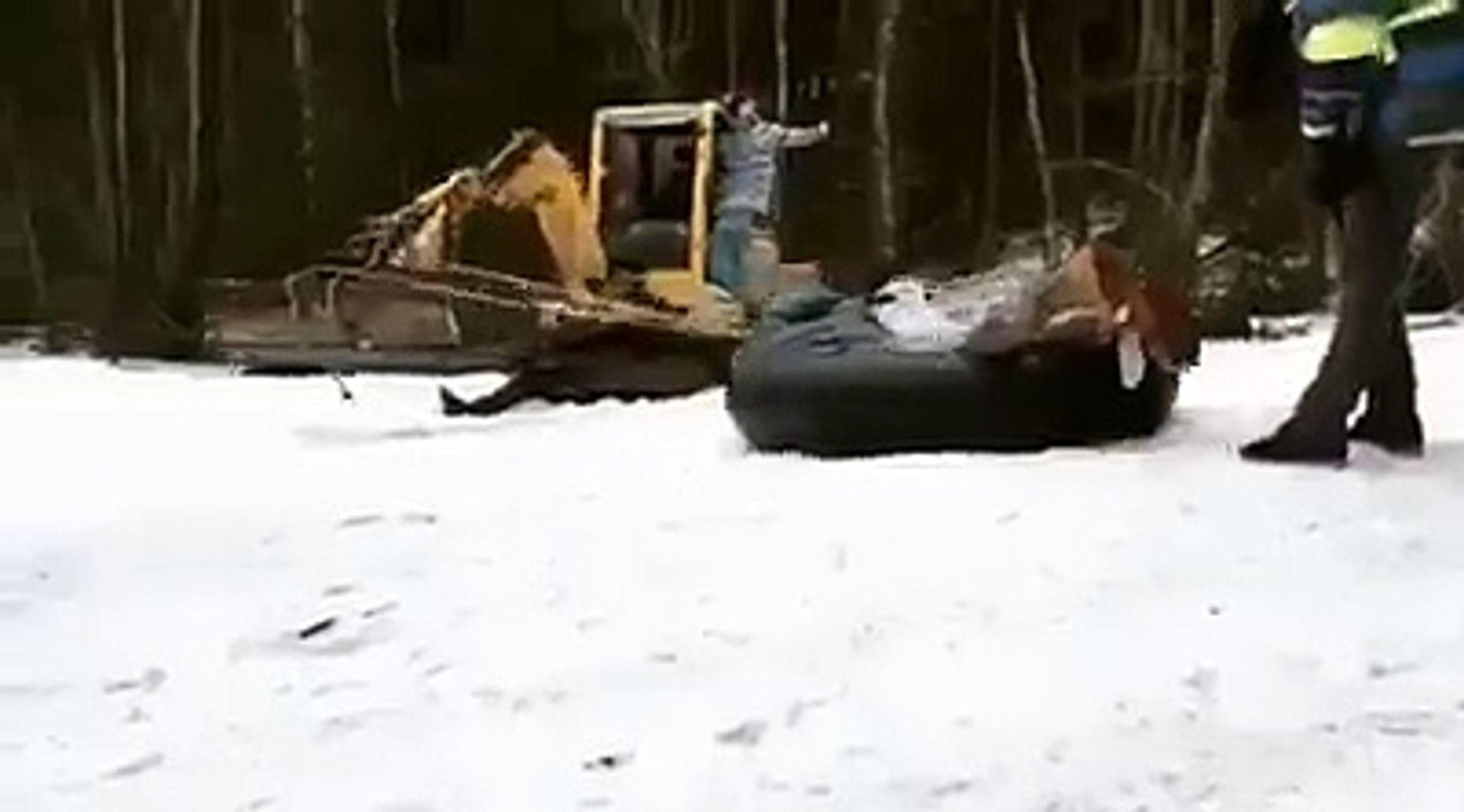 Karda kaymak yerine garip bir oyun keşfedenler