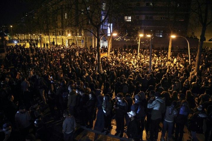 Chinois tué par un policier: dix interpellations lors d'un rassemblement