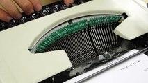 Un artiste a créé une machine à écrire en Comic Sans MS