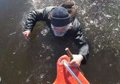 Des pompiers sauvent un pêcheur sur glace tombé dans l'eau (Estonie)