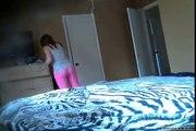 Sakrila je kameru i tajno je snimala cimerku u sobi! Kada je pogledala snimak ostala je skamenjena