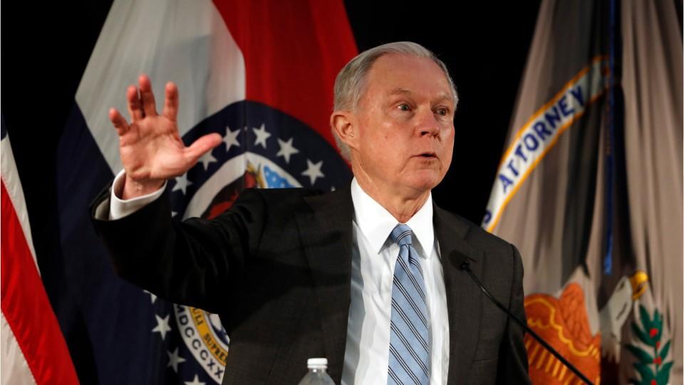 Trump Defend Courthouse Immigration Arrests
