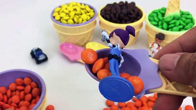 Ice Cream Cups Stacking Candy M&M Surprise Toys Blaze and the Monster Machines learn Colors for Kids-0YupU4UF7cc