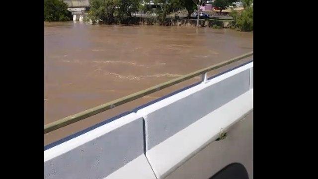 Fitzroy River Rises at Rockhampton Amid Flood Warnings