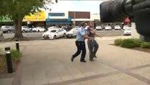 Ce gars bourré n'aurait pas du interrompre ce policier en Interview
