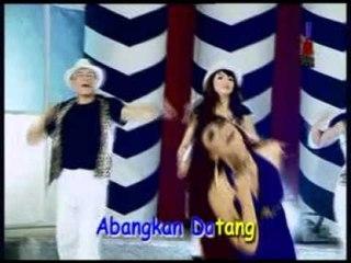 Ria Amelia - Larut Di Penantian [Official Music Video]