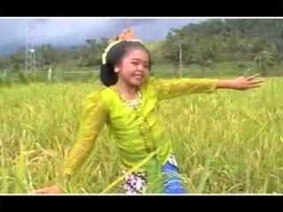 Aisyah Sanselina - Tari Jaipong [Official Music Video]