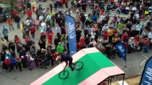 Evoride l'équipe de spectacle freestyle en vélo Bmx, Vtt, animation Airbag