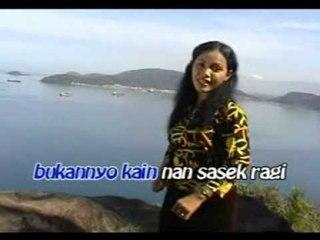 Waty Tanjung  - Dalam Ganggaman [Official Music Video]