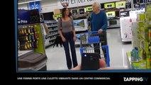 Une jeune femme sexy porte une culotte vibrante dans un centre commercial (vidéo)