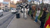 【おもしろイタズラドッキリ】ロボットが街を歩く!実物�