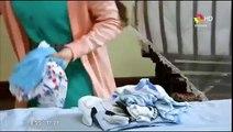 Esposa Joven  Zehra guarda la ropa de cemal