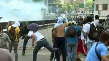 URGENTE: Chocan policías y manifestantes opositores en Venezuela