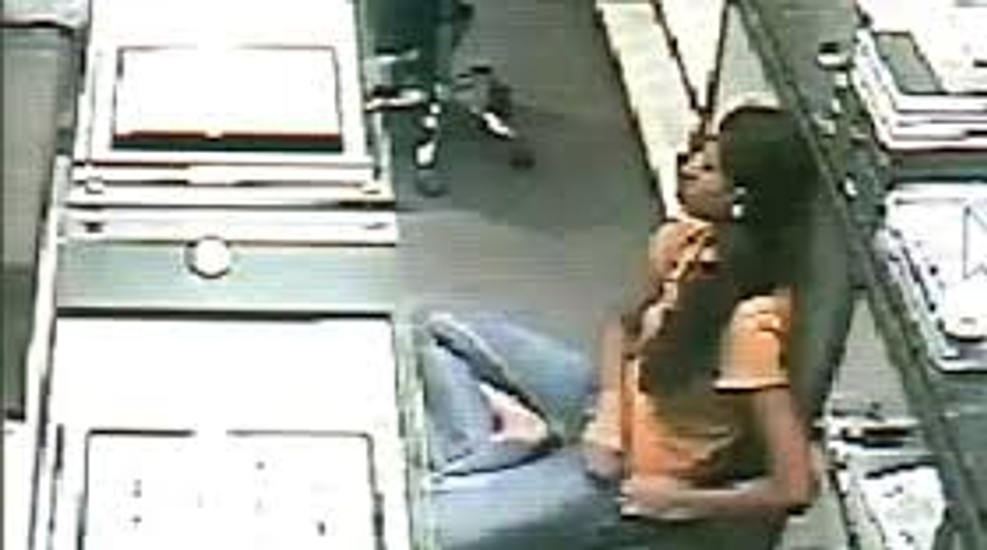Women Gold Theft capture by CCTV