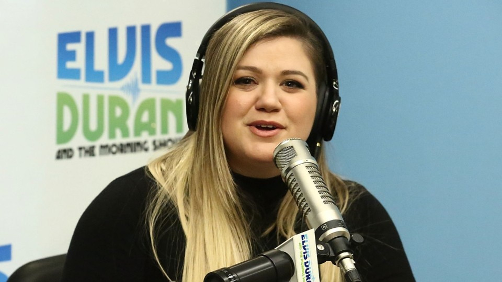 Kelly Clarkson Loops & Laughs At Studio Voice Cracks