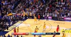 Russell Westbrook claque un match de taré et rentre dans l'histoire de la NBA
