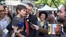 """""""Il vaut mieux voter pour moi, tous les autres vont vous baiser !"""" répète Jean Lassalle à des habitants de Saint-Denis -"""