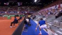 Point complètement fou! Mahut monte dans les tribunes et renvoie la balle!