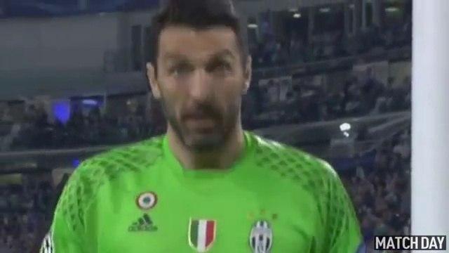 Gianluigi Buffon Amazing Save - Juventus vs Barcelona 2-0 - Champions League 11/04/2017 HD