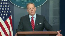 Le porte-parole de la Maison-Blanche affirme en direct que Hitler ne gazait pas sa population