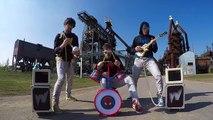 Ce groupe de rock se sert d'instrument pour enfant pour sublimer leurs reprises musicales !