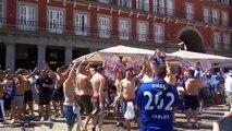 Antes do jogo começar, torcedores do Leicester bebiam, cantavam e sujavam praça na Espanha