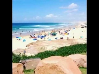 Evelio hablando inglés en las playas de Australia/ Don Evelio [Jhon Jairo Pérez]