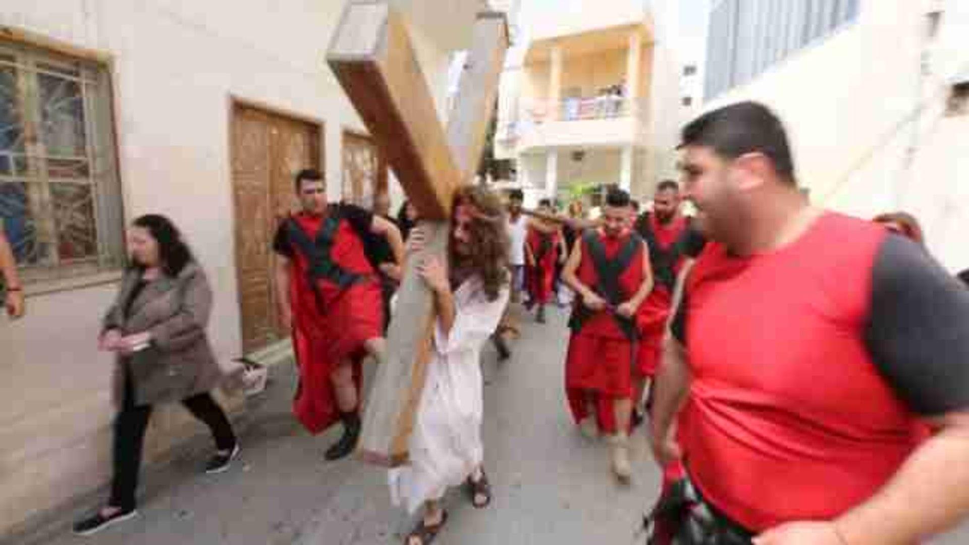 Cristianos recrean el Via Crucis en el sur de Líbano