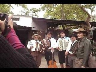 """Jorge Nasser & A Puro Viento - Backstage sesión de fotos """"Baile de Campaña"""""""