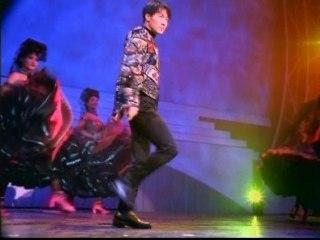 Leon Lai - Medley: Ming Ri Shi Jie Geng Piao Liang / Bu Zui Wu Ye