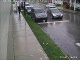 Un braqueur en vélo fait tomber ses billets