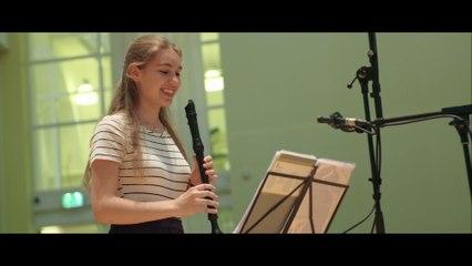 Lucie Horsch - Vivaldi: Concerto for 2 Mandolins, Strings & Continuo in G Major, RV 532 -  Arr. for Recorder & Cello - 2. Andante